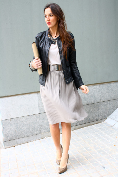 http://www.lostinvogue.com/wp-content/uploads/Post0175_MidiSkirt_Lostinvogue_01.jpg