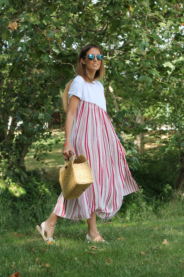 Straw bag and stripped dress www.lostinvogue.com 1