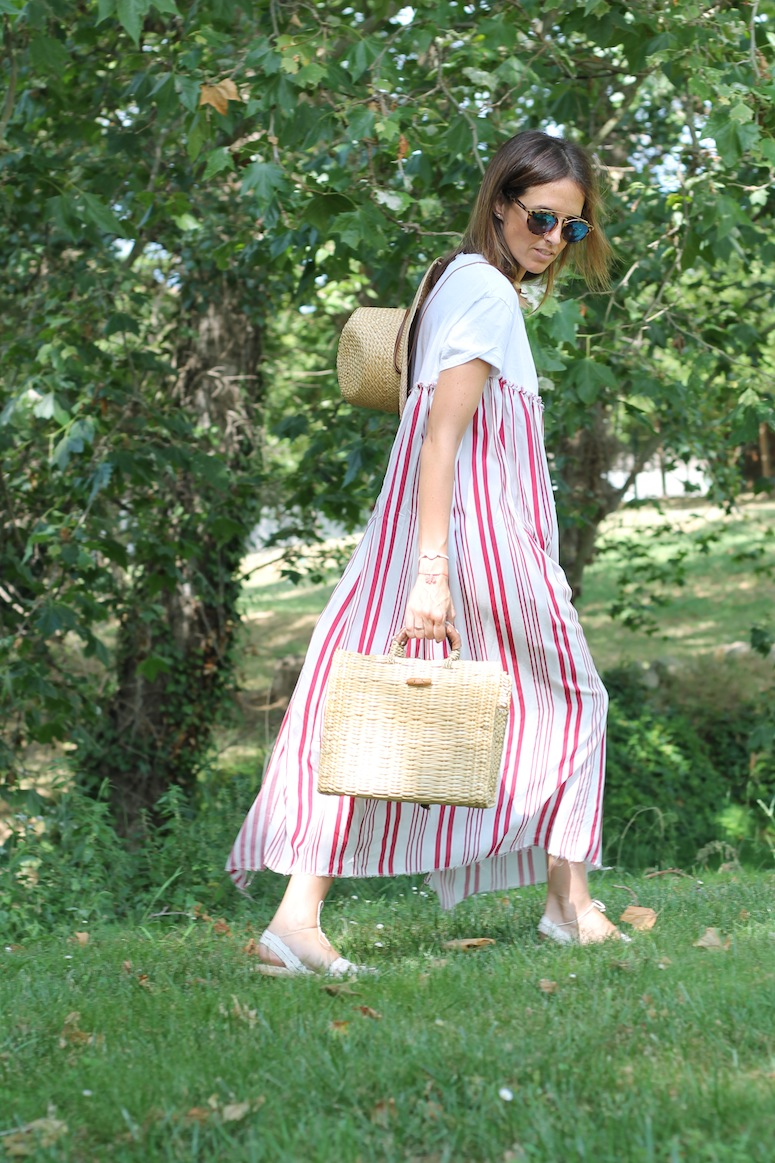 Straw bag and stripped dress www.lostinvogue.com 5