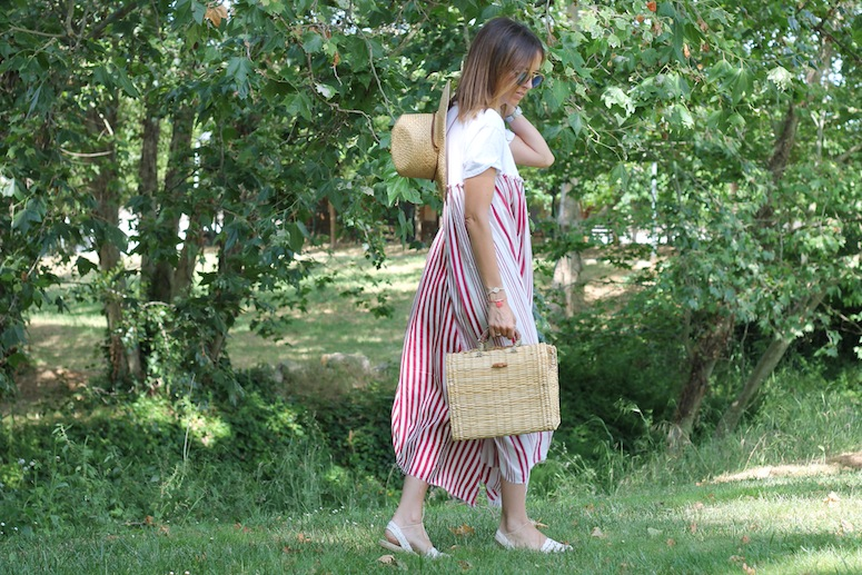 Straw bag and stripped dress www.lostinvogue.com 9