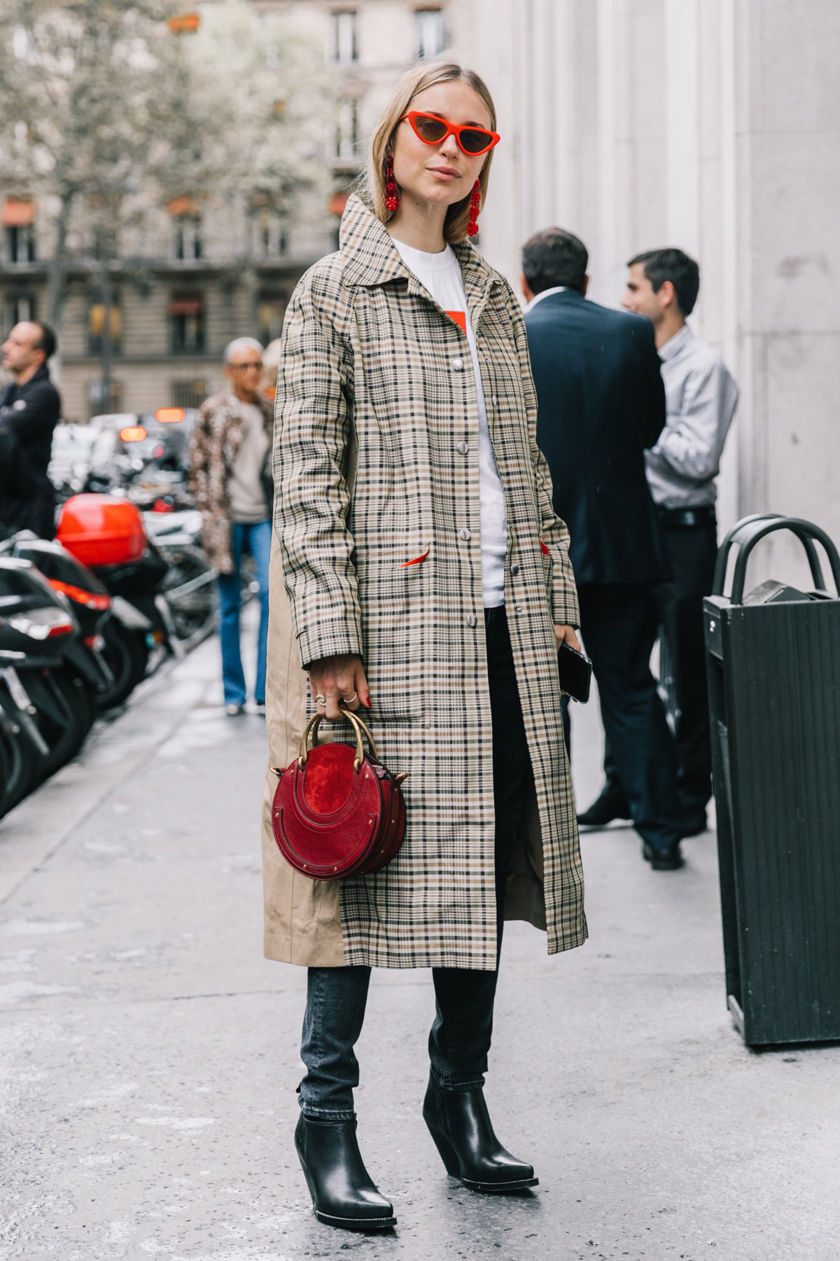 street_style_paris_fashion_week_dia3_balmain_chloe_isabel_maran_454787250_1200x1800